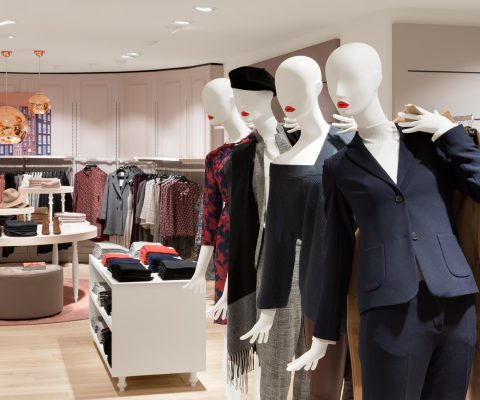 group of tailor's mannequins in fashion for woman in a modern fashion store