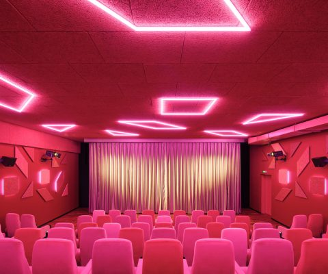 Delphi LUX, theater 6, colors pink and rose in different tones, led lights at the ceiling in different geometrical forms, Photo by Daniel Horn